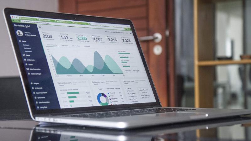 Analysesoftware auf einem Laptop